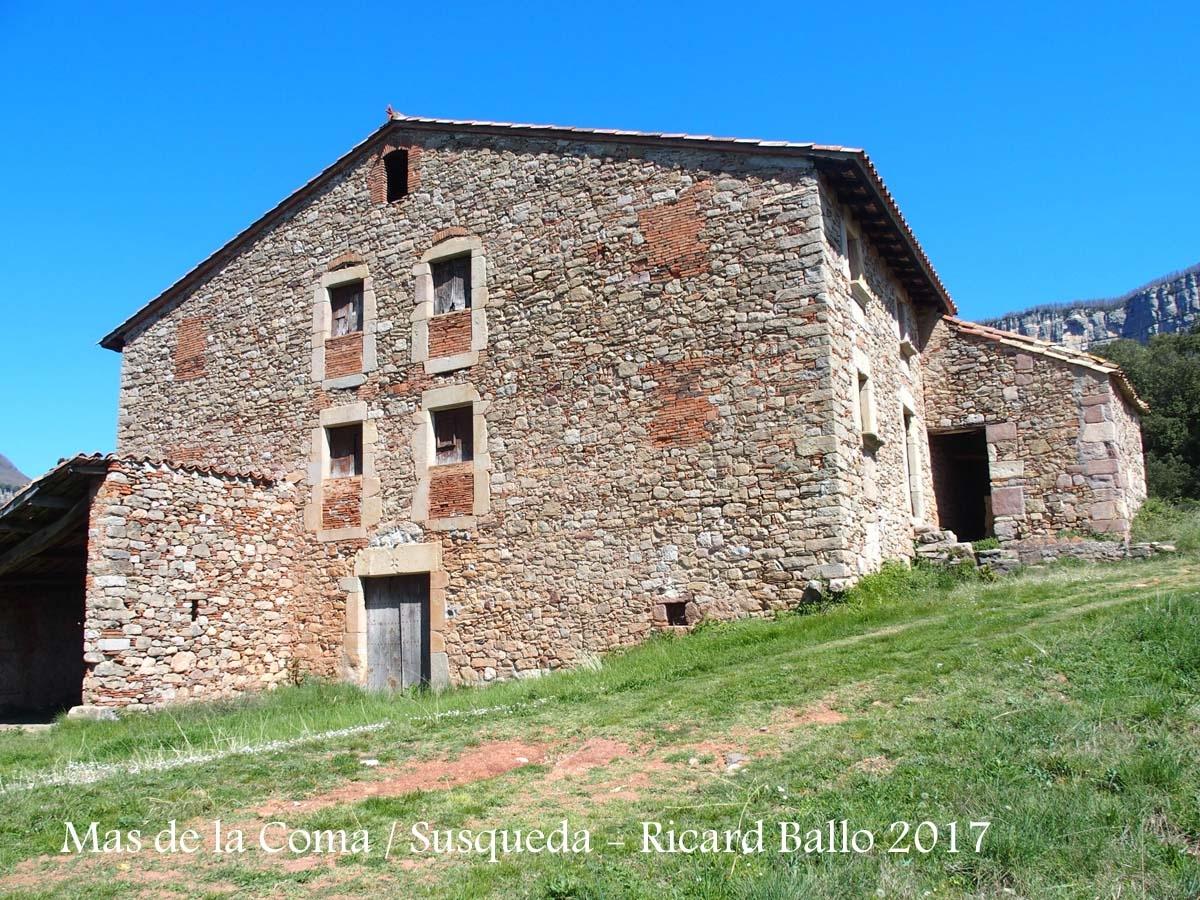 Mas de la Coma, edificació annexa a la Capella de Sant Pau de Fornils