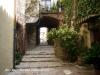 Castell d'Anglès - Petit carrer que segurament era el pas i porta de l'antic castell.
