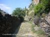 Castellfollit de la Roca - A quatre passes del barri vell, a tocar dels rius Fluvià i Toronell, baixant per aquest antic camí empedrat, l\'antiga
