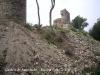 Castell de Sant Iscle - Fossat - Com es pot veure està ple de terra i pedres, que interpretem que procedeixen dels treballs de les excavacions arqueològiques.