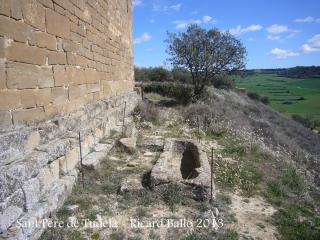 Església de Sant Pere de Tudela - Tomba antropomorfa.
