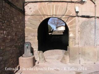 Sant Fruitós de Bages - Porta d'entrada a la vila closa.