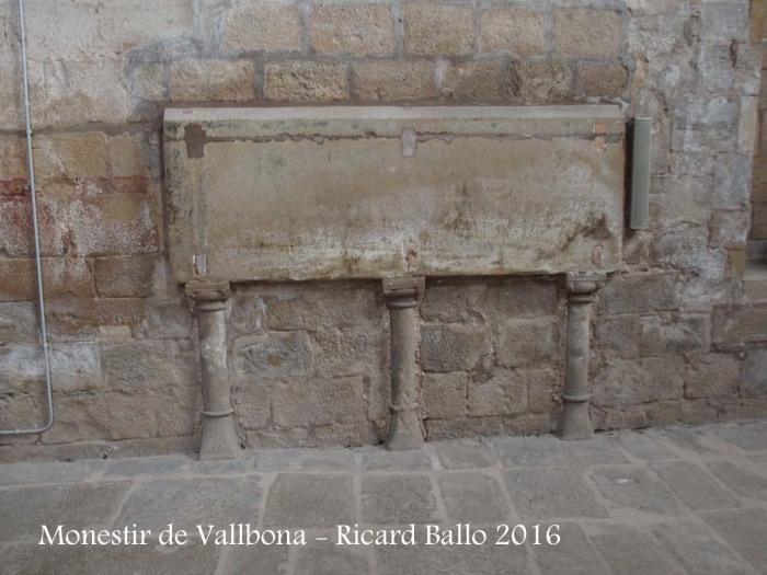 Monestir de Santa Maria de Vallbona – Vallbona de les Monges - Tomba de la princesa Sança d'Aragó, filla de la reina Violant d'Hongria, muller de Jaume I el Conqueridor