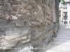 Muralles de Vic - Curioses argolles, penjades de la paret. Suposem que deuen ser estris utilitzats per fermar les cavalleries, en una època o altra.