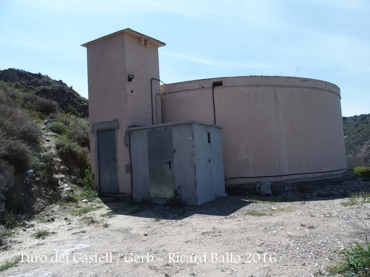Tossal del castell - Entorn de la Capella de la Verge – Os de Balaguer Dipòsit des d'on, a peu, enfilem la pujada al tossal.