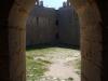 Castell de Montgrí – Torroella de Montgrí - Ja hem baixat per l'escala i tornem al pati