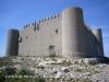 Castell de Montgrí – Torroella de Montgrí - Ben pocs elements arquitectònics alteren l'austeritat de les muralles