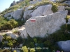 Castell de Montgrí - Torroella de Montgrí - A partir d'ara el camí és un petit corriol. A estones, aquestes senyals (GR) ens guien durant la marxa