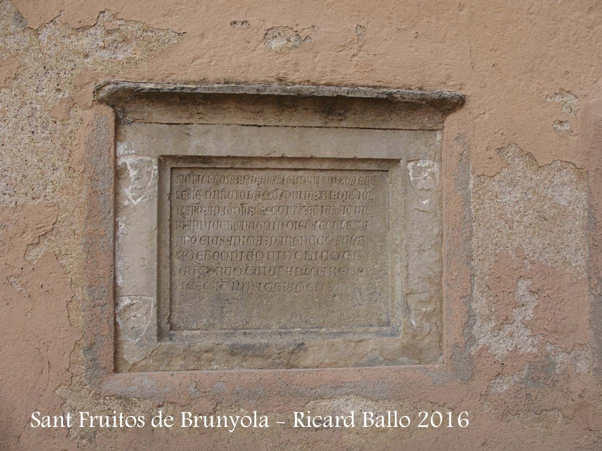 Església de Sant Fruitós – Brunyola - Làpida