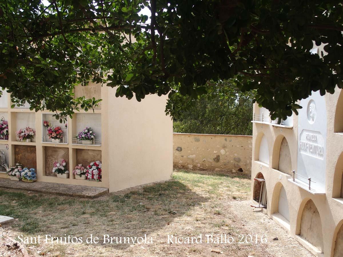 Església de Sant Fruitós – Brunyola - Cementiri