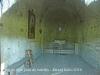 Església de Sant Joan de Salelles – Cruïlles, Monells i Sant Sadurní de l'Heura - Fotografia de l'interior de l'església obtinguda adossant l'objectiu de la màquina de retratar al vidre de la porta d'entrada.