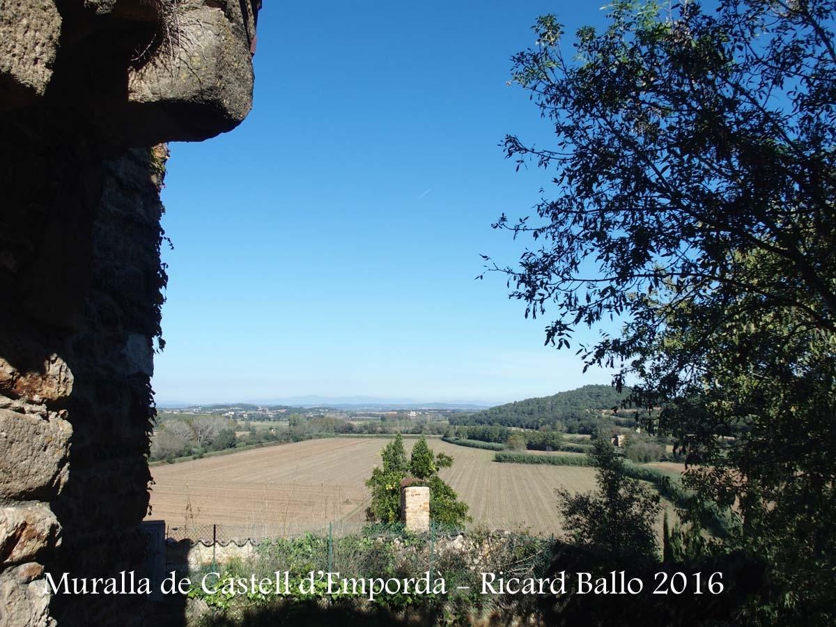 Vistes des de la Muralla de Castell d'Empordà – Castell d'Empordà