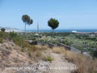 Vistes des de la pujada que porta al Santuari de Gràcia – Sitges