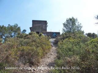 Pujant al Santuari de Gràcia, poc abans hi trobem aquesta edificació