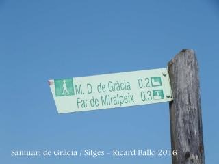 Indicador que ens assenyala per anar al al Santuari de Gràcia – Sitges