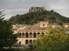 Vistes del castell de Begur des d\'aquesta població. En primer terme porxada de la casa de