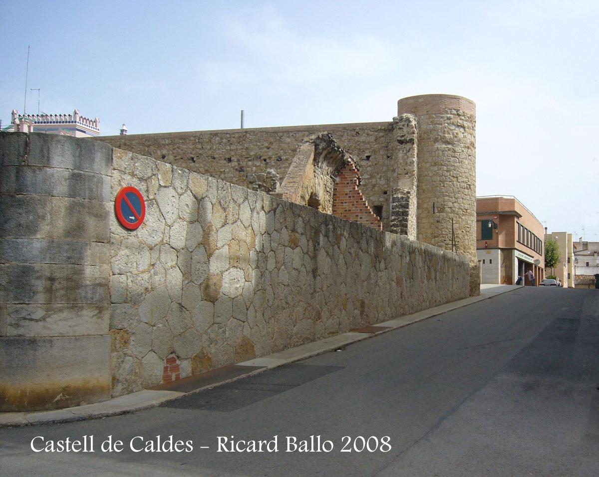 Castell de Caldes - Entorn urbà.