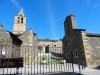 Al fons i a l'esquerra, Santa Cecília. A la dreta, la Capella de la Mare de Déu de l'Esperança – Bolvir