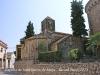 Capella de Sant Esteve de Moja – Olèrdola - A la dreta, mig amagat però ben evident, l\'absis de l\'església parroquial de Sant Jaume.