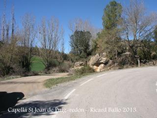 Camí d'accés a Sant Joan de Puig-redon - Deixem la carretera asfaltada.