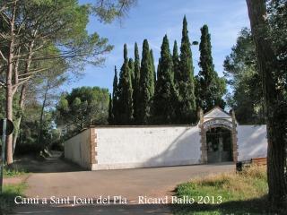 Capella de Sant Joan del Pla – La Palma de Cervelló - Cementiri - Hem de continuar pel camí que es veu a l'esquerra de la fotografia.
