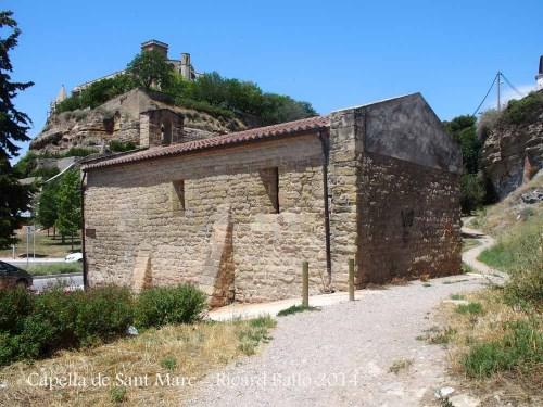 Capella de Sant Marc – Manresa - Al fons de la fotografia apareix l'església de la Seu de Manresa.