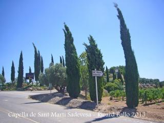 Capella de Sant Martí Sadevesa – Torrelavit - Entrada a la finca de Cava Naveran.