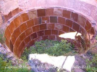 Capella de Sant Miquel de Vilaclara - Absis - interior. Observi's que conté una tina, també anomenada cup.