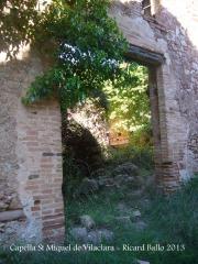 Capella de Sant Miquel de Vilaclara - Una porta d'entrada al conjunt.