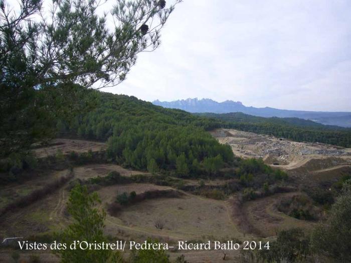 Des del camí d'accés a la Capella de Sant Pere d'Oristrell – El Pont de Vilomara i Rocafort - Vista de la muntanya del davant, on hi ha la cantera que mencionem en el text. Al fons de la fotografia, es veu la muntanya de Montserrat.