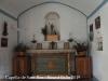 Capella de Sant Roc – Sant Pere de Torelló - Fotografia de l'interior de la capella obtinguda introduint l'objectiu de la màquina de fotografiar a través d'una petita obertura que hi ha a la porta d'entrada..