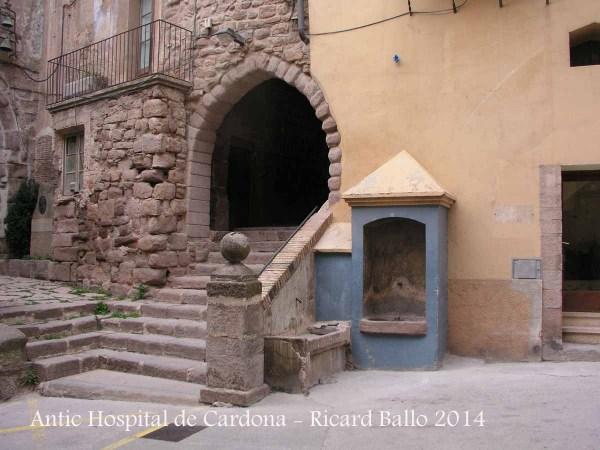 Entrada a l'Antic Passadís de l'Hospital de Cardona