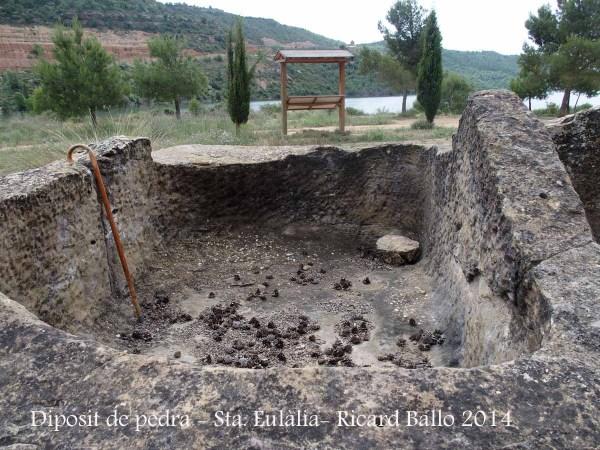 Capella de Santa Eulàlia de Pomanyons – La Baronia de Rialb - Dipòsit de pedra.