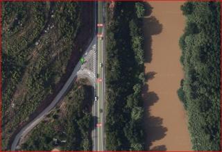 Capella de Santa Margarida del Cairat - Esparreguera - Camí d'accés - Captura de pantalla de Google Maps. On s'aprecia de que a més d'estar prohibit el gir a l'esquerra, circulant en sentit sud - nord, seria força difícil d'efectuar aquesta maniobra encara que ens ho proposéssim, donada l'extraordinària dificultat que comportaria efectuar aquest gir, en una corba tant tancada.