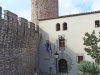 Casa del Governador – Tossa de Mar - Al darrere apareix una de les torres de la muralla