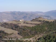 Castell de Mur i Casa forta de Miravet des del camí d'accés al castell del Meüll.
