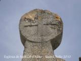Una de les esteles funeràries del cementiri situat al costat de l'església de Sant Gil d'Albió.