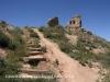 Castell d'Almenar - Pugem els escassos metres que ens separen de les restes.