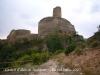Castell d'Alós de Balaguer. Vista de la formidable mola, des del camí d'accés. Aquesta construcció està protegida per tres costats per uns impressionants penya-segats, essent accessible solament pel costat del poble.
