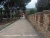 Castell de Castelldefeles - Passeig en direcció a la sortida del recinte