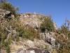 Castilló de Tor - Restes existents a la planura superior del turó on hi havia hagut el castell.