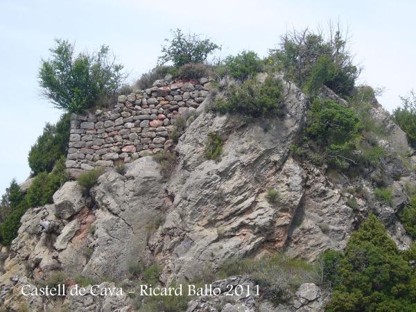 Castell de Cava - Detall de les restes.