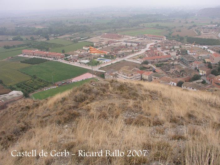 Vistes de Gerb des del lloc on suposadament hi havia hagut l'antic castell.