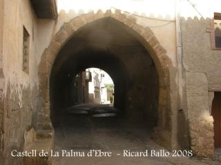 Castell de La Palma d'Ebre - Portal en un dels carrers del poble.