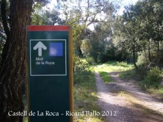Castell de La Roca.Indicador per anar al Molí de la Roca.