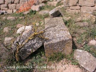 Castell de Llanera - Pedres de considerable mida i molt ben tallades.
