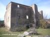 Després ja trobem l\'edificació del castell de Llanera. En primer terme la boca d\'una cisterna.