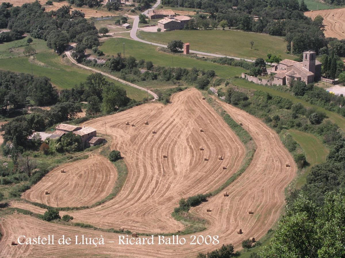 Vistes des del castell de Lluçà: Monestir de Santa Maria de Lluçà.