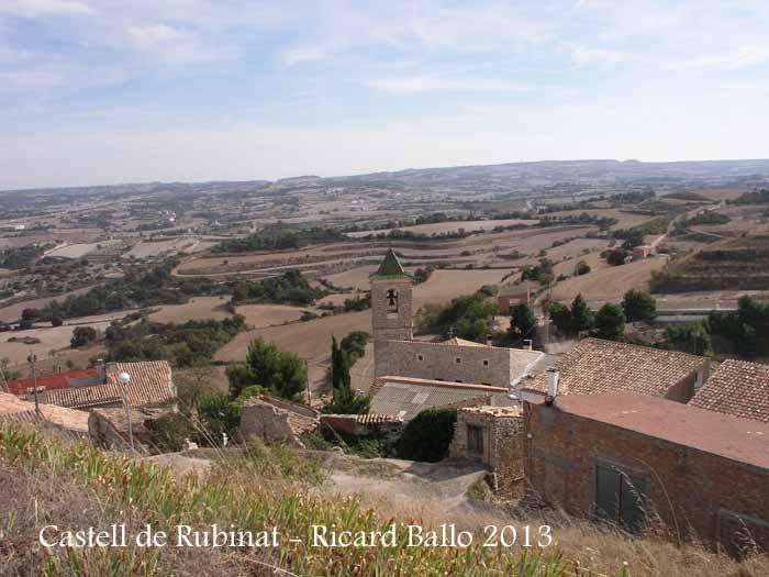 Castell de Rubinat – Ribera d'Ondara - En primer lloc es veu el campanar de l'església parroquial de Santa Maria de Rubinat