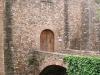 Castell de Vallparadís. Porta d\'entrada i pont sobre el fossat.